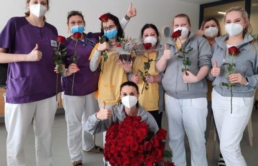 100 valentýnských růží SeniorCentru Liberec